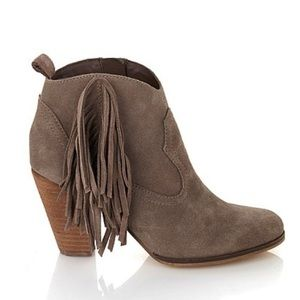 REDUCED‼️ STEVE MADDEN TAUPE SUEDE FRINGE BOOTIES